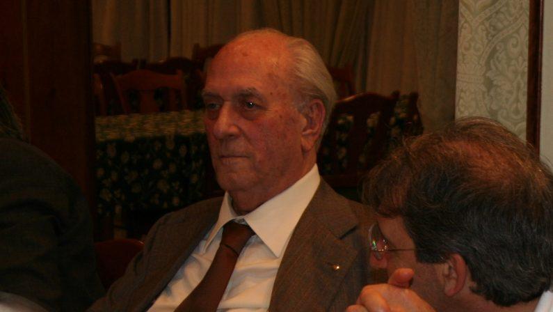 Morto Giuseppe Carratelli: fu avvocato, sindaco e presidente del Cosenza Calcio