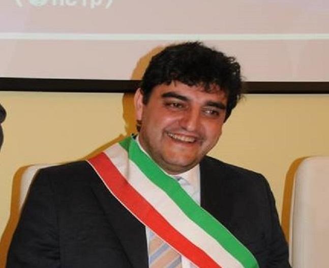 Verso il 25 aprile - Il comune vibonese revoca la cittadinanza a Mussolini. Ma la piazza resta al fascista Razza