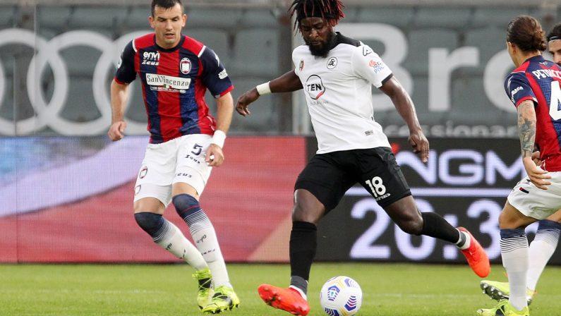 Serie A, il Crotone vicino alla vittoria con lo Spezia ma crolla nel finale