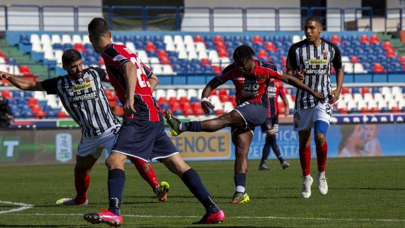 Serie B, il Cosenza vince in rimonta sull'Ascoli e centra tre punti d'oro