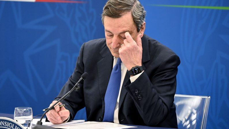 Draghi scommette da solo I partiti pensano alle elezioni