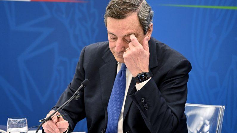 Il governo gioca al rischiatutto e l'Italia si tinge di giallo