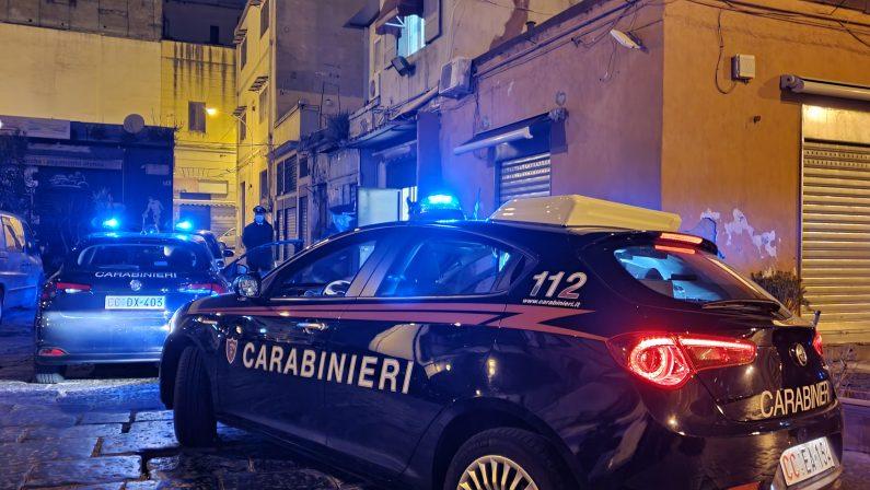 Napoli, scoperti due circoli abusivi e un bar in piena attività, sanzionate 25 persone