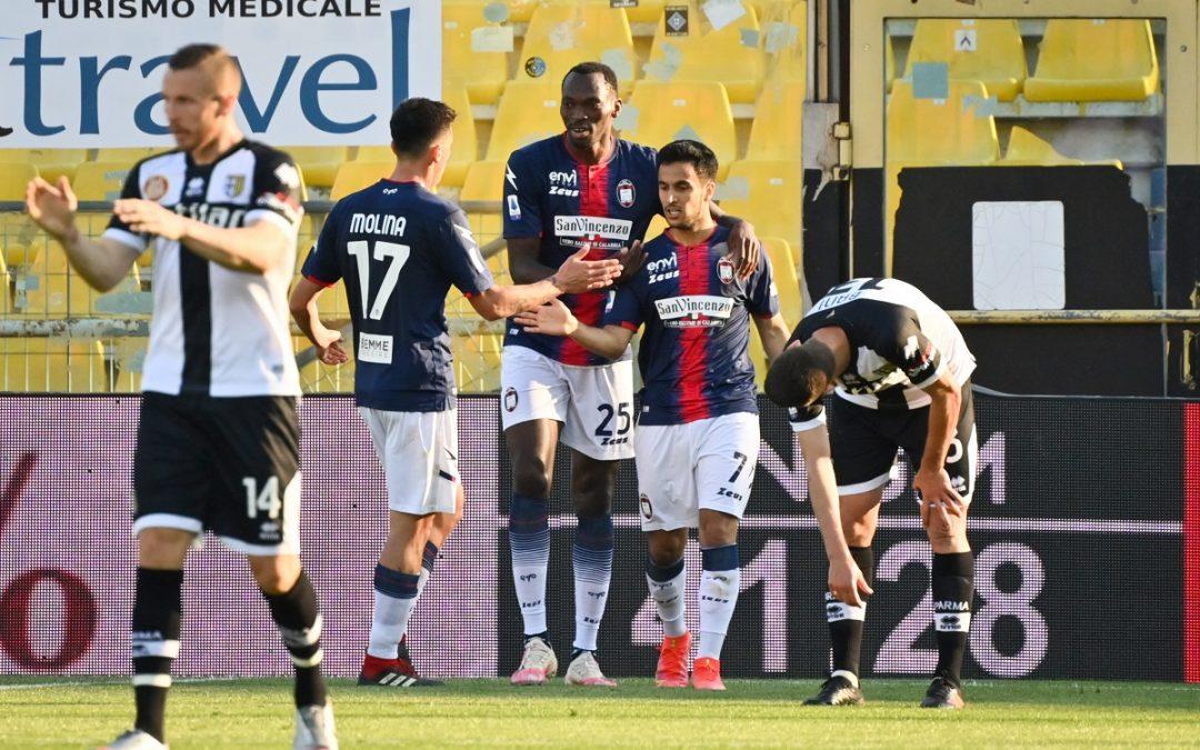 Simy esulta dopo il suo primo gol