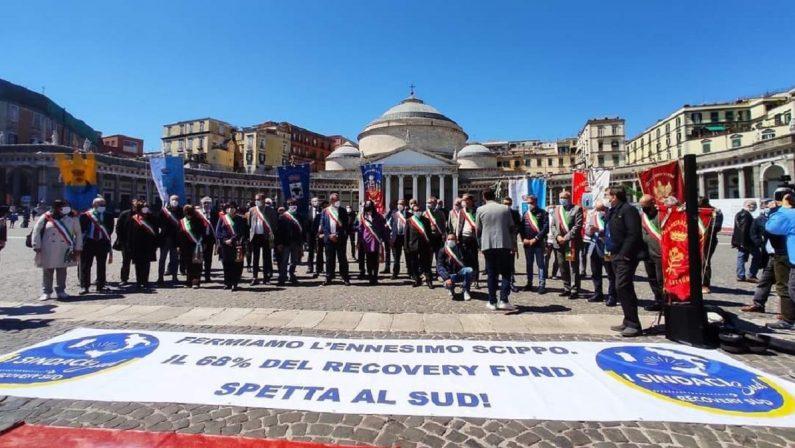 Sindaci del sud in protesta a Napoli: «Al Mezzogiorno spettava il 60% del Recovery plan»