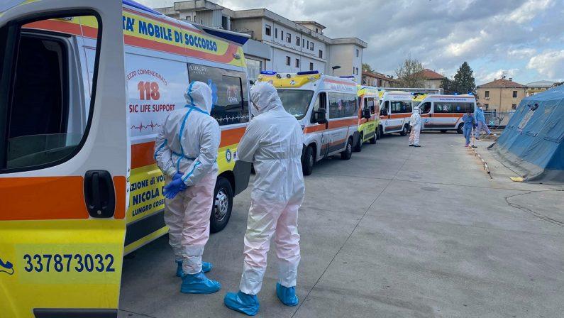 Coronavirus, Cosenza in ginocchio: ospedali pieni e ambulanze in attesa