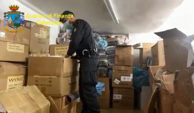 Sequestrato un laboratorio clandestino di mascherine, operazione a Lamezia