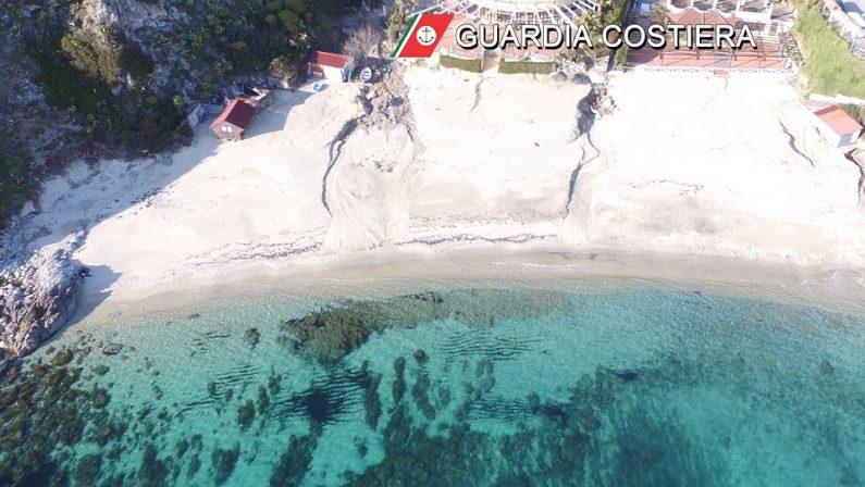 Lotta all'abusivismo nel Vibonese, iniziata la demolizione sulla spiaggia di Grotticelle di Ricadi