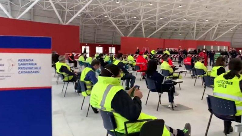 Vaccini anti-Covid, Spirlì inaugura l'hub di Catanzaro