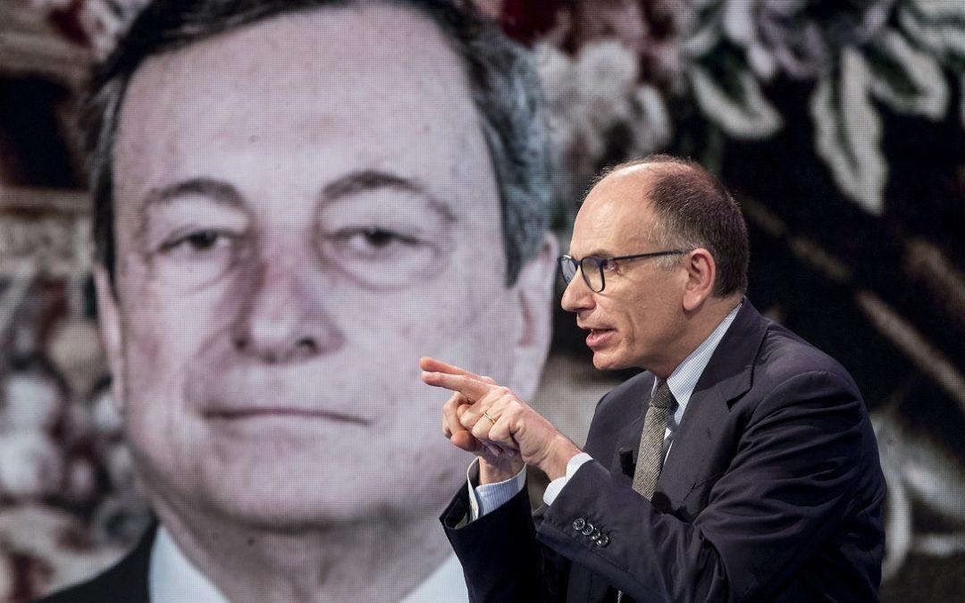 """Enrico Letta ospite a """"Porta a Porta"""", sullo sfondo il presidente del Consiglio Mario Draghi"""