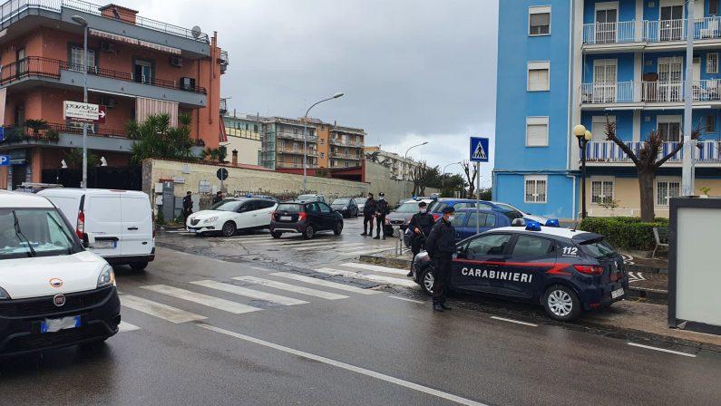 Controlli in corso dei Carabinieri di Napoli: un bar chiuso, 9 sanzioni covid e 2 persone denunciate