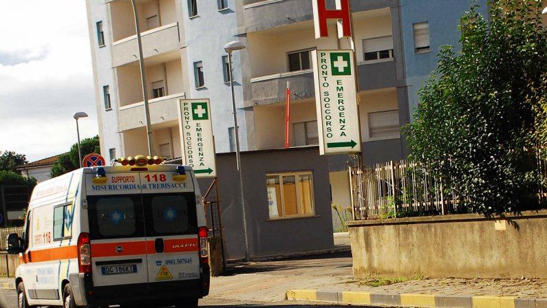 Sanità, stop agli interventi chirurgici all'ospedale di Castrovillari. L'ira degli enti locali