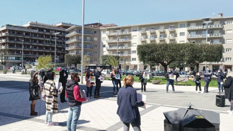 Scuola, madri in piazza ad Atripalda