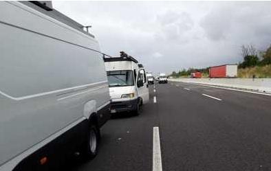 Covid: corteo ambulanti su A1, furgoni a passo d'uomo