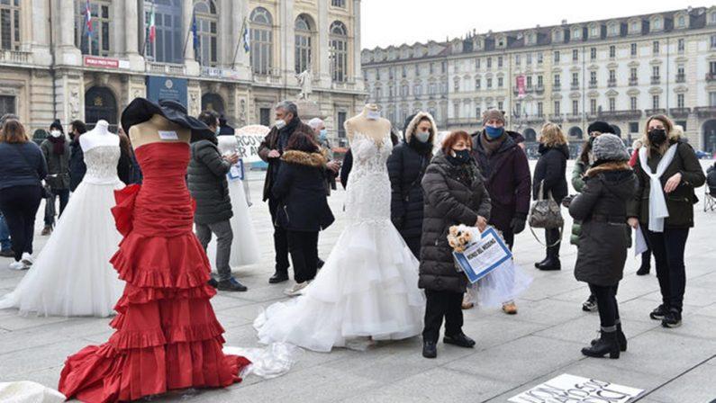 Scene da un matrimonio (in piazza): 50 miliardi di euro persi in un anno