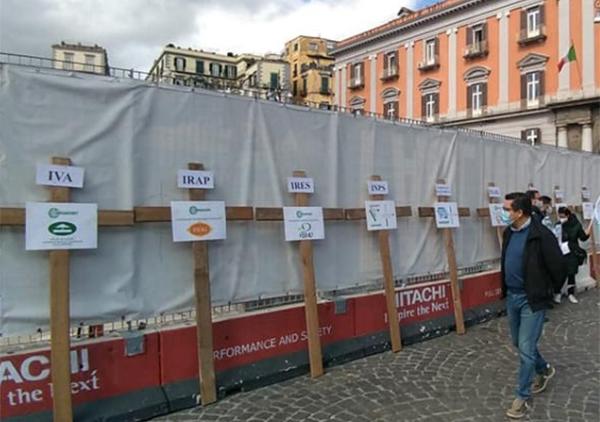 Covid - La protesta delle croci