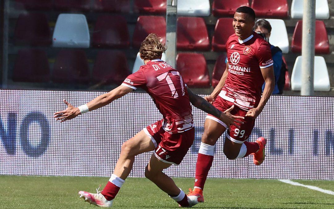 L'esultanza di Rivas e Di Chiara dopo il gol del 2-1