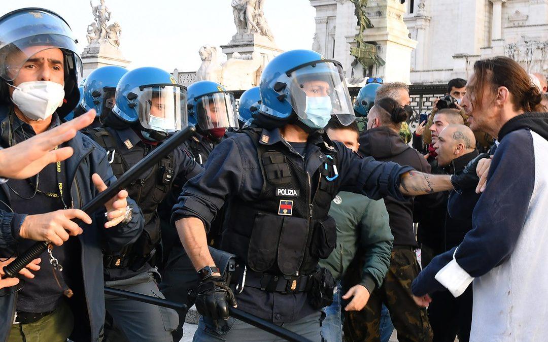 Roma, la protesta per le riaperture
