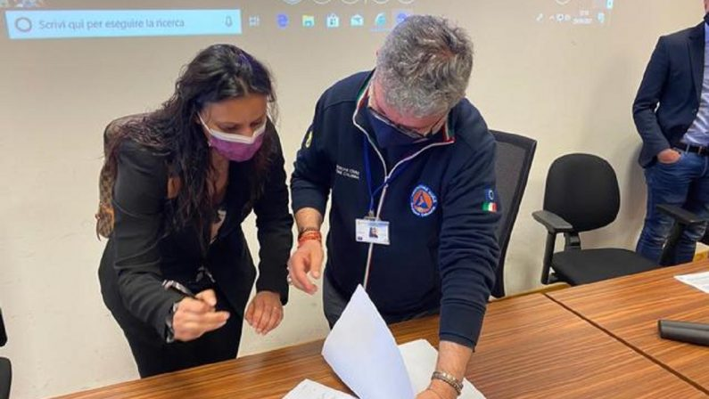 Vaccini sui luoghi di lavoro, firmato il protocollo tra Regione Calabria e sindacati