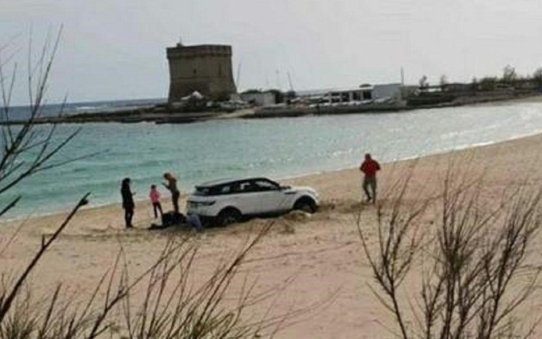 Il suv sulla spiaggia di Porto Cesareo