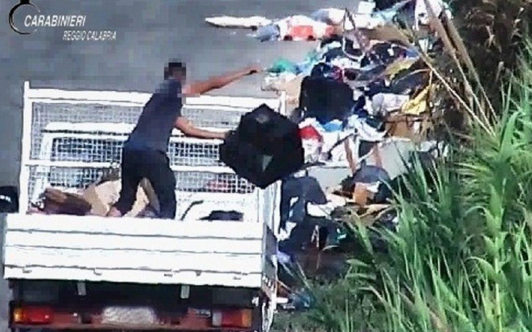 Gioia Tauro, sversamento illecito di rifiuti e incendi dolosi: 5 arresti e 90 denunce
