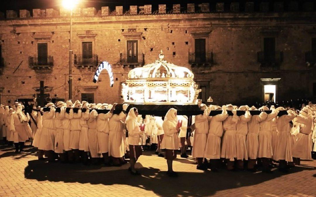 Una processione del Venerdì santo a Leonforte