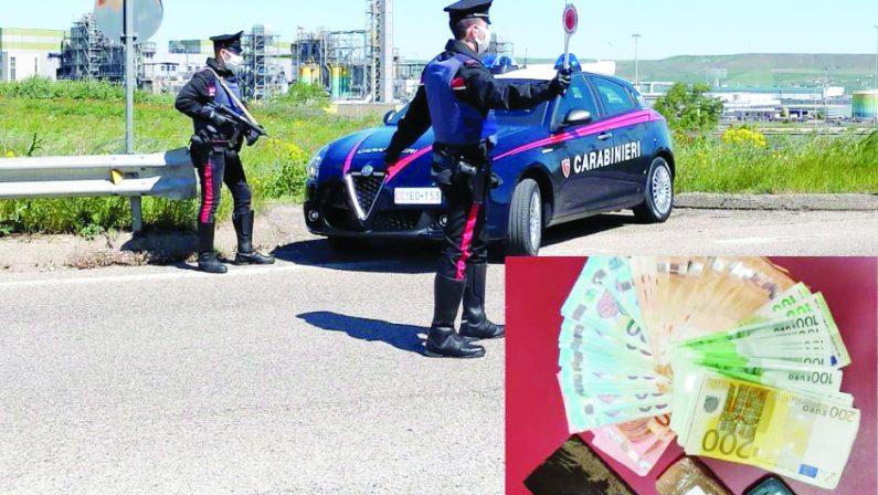 Trasportava droga e nascondeva 6 mila euro in un calzino, arrestata