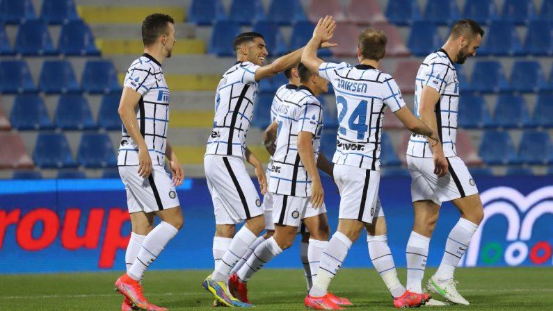Calcio, l'Inter condanna il Crotone alla Serie B