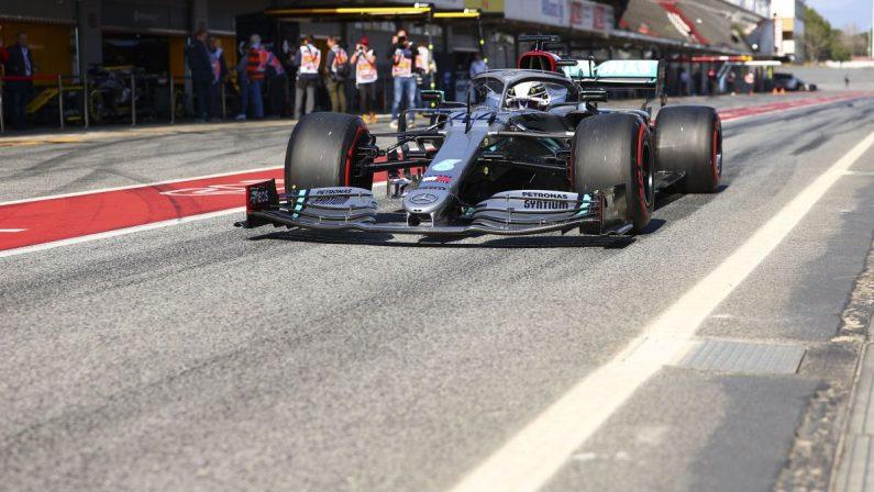 Hamilton il più veloce nel venerdì di Barcellona, Ferrari c'è