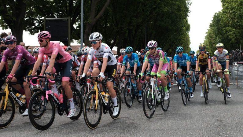 Giro D'Italia 2021, Merlier vince in volata la seconda tappa a Novara, Ganna resta rosa