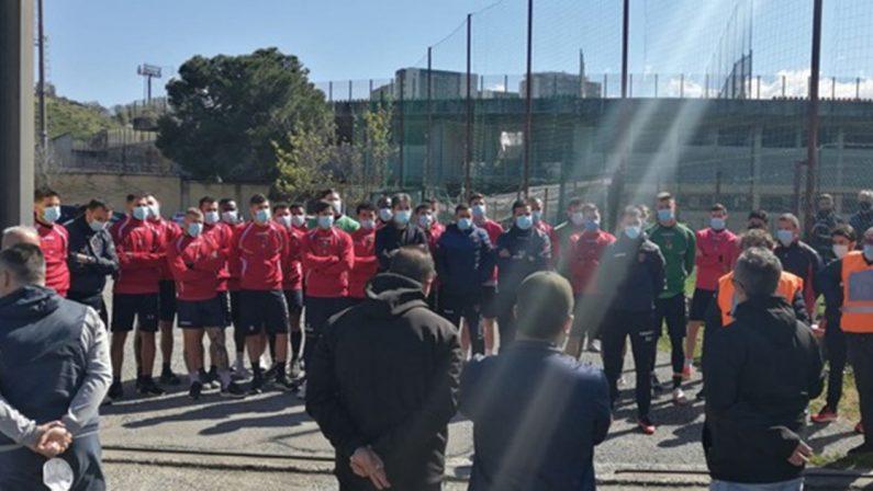 Serie B. I tifosi del Cosenza venerdì fuori dallo stadio a sostegno della squadra ma contro il presidente