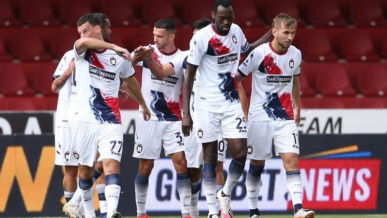 Serie A, il Crotone beffa il Benevento: pareggio allo scadere di Simy