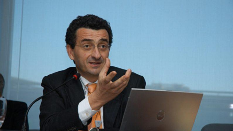 Tabarelli (Nomisma): «La sostenibilità? L'auto elettrica va bene solo per la città»