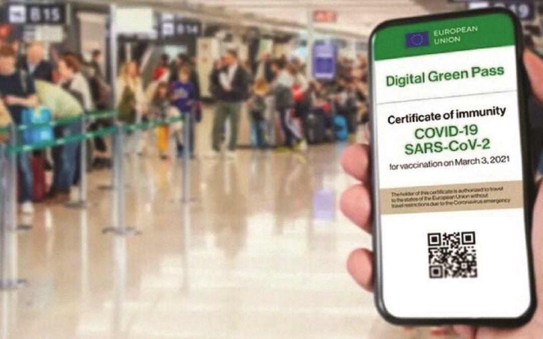 Il certificato verde obbligatorio per cinema, teatri e lunghi viaggi