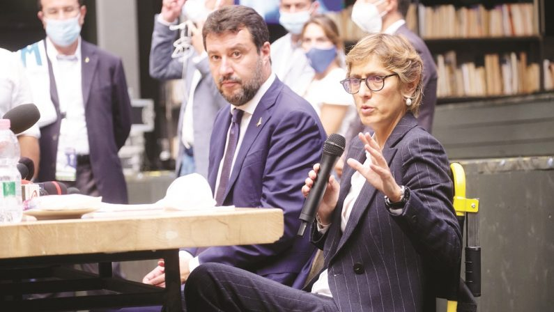 Salvini e le navi: visto che non è reato se sarò ministro le bloccherò