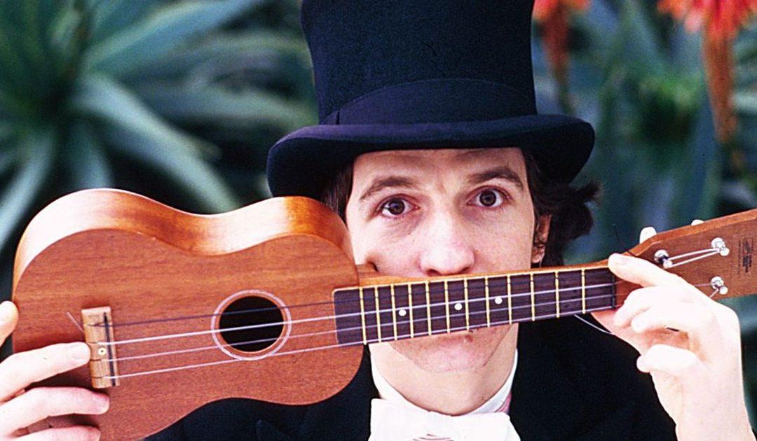 Rino Gaetano con il suo ukulele