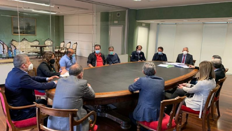 Appello del sindaco di Rende: «Vaccinare i gestori di alberghi e ristoranti»