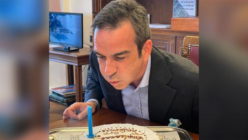 Roberto Occhiuto festeggia il suo compleanno su Facebook