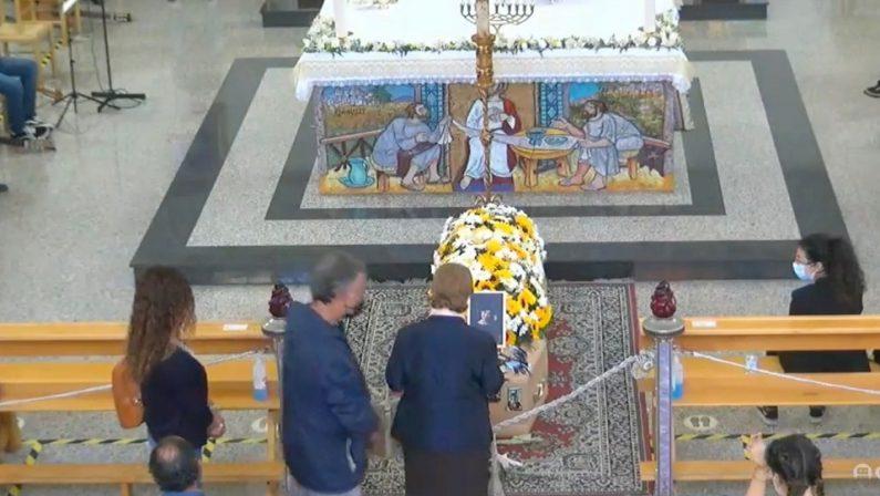 Tragedia del Mottarone, a Diamante il lutto perSerena. Malore per la madre all'arrivo della salma