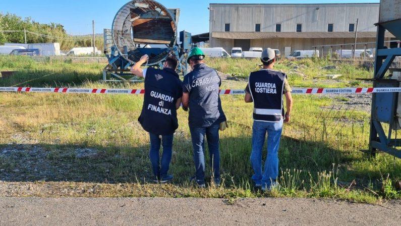 Deposito e stoccaggio di rifiuti speciali, sequestrata un'area a Lamezia Terme