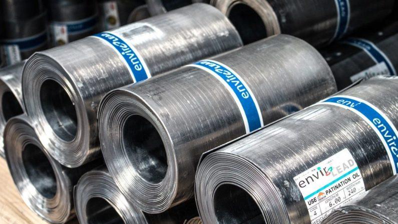 Ue rinuncia ad aumento dazi sull'acciaio contro prodotti Usa: si cerca una soluzione condivisa