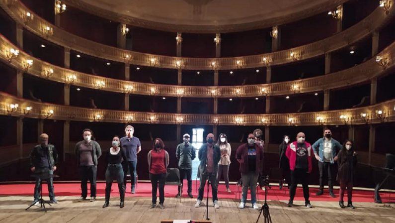Cosenza, i lavoratori della cultura e dello spettacolo occupano il Teatro Rendano