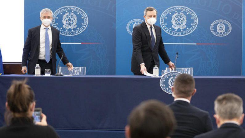 Via libera al Sostegni bis da 40 miliardi, Draghi: «Guarda al futuro»