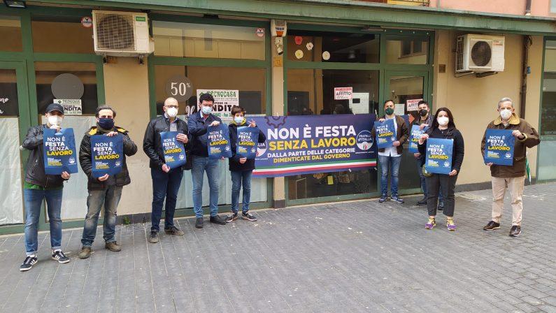 Primo maggio, flash mob di Fratelli d'Italia a favore dei lavoratori