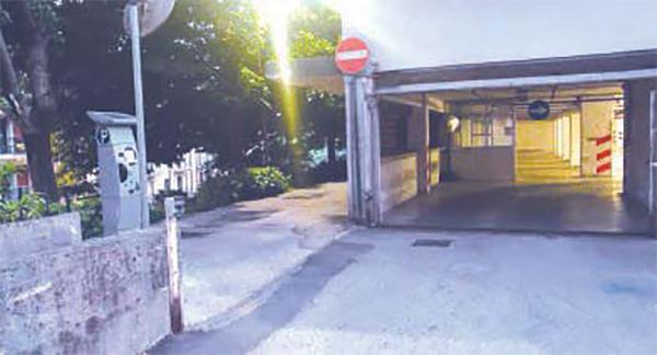Parcheggio del Comune irregolare: scatta chiusura