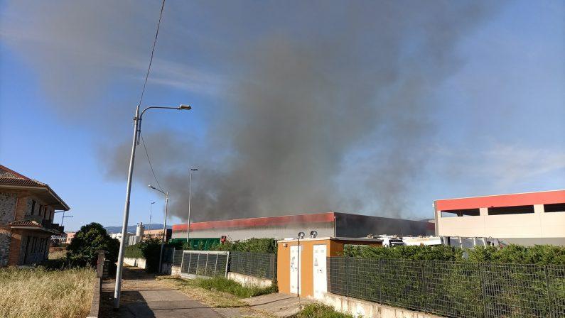 Impianto di rifiuti in fiamme a Rende, Bolognetti: «Arpacal tuteli la salute pubblica»