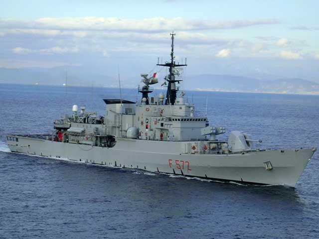 La Libia spara contro i pescherecci italiani, ferito un comandante