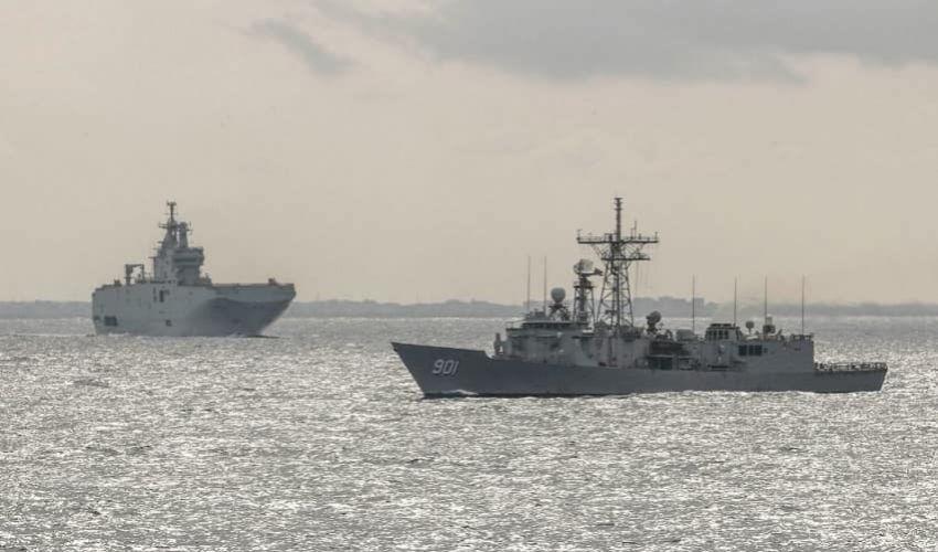 Le navi militari nella zona interessata dallo scontro