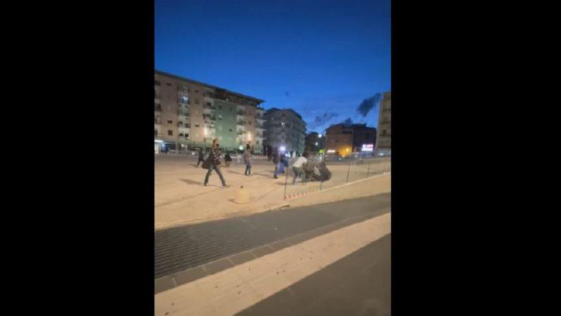 Cosenza, rissa in pieno centro tra venditori ambulanti a colpi di martello e bastone