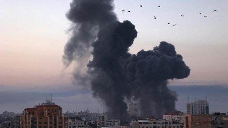 Scontro tra Hamas e Israele, ancora razzi da Gaza e raid aerei sulla Striscia